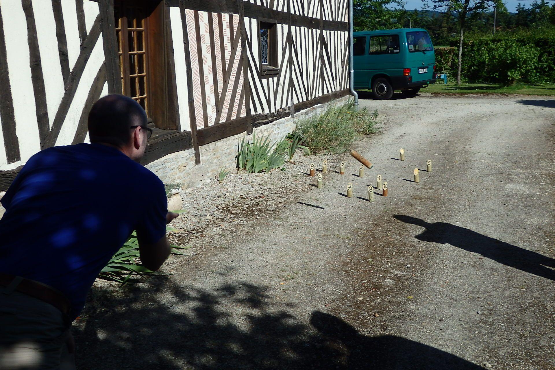 Achtung! Tieffliegendes Holz in Nordfrankreich