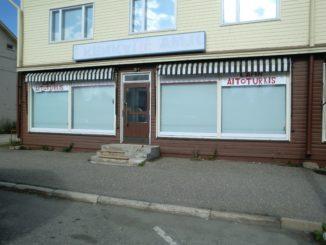 Kuusamo, leerstehendes Geschäft