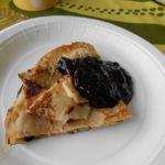 Typisch Finnland: Pfannkuchen mit Blaubeermarmelade