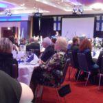 Die Gäste lauschen den Grußworten von Honorarkonsul Dr. Hubertus Kolster